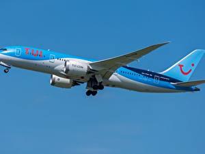 Fotos Verkehrsflugzeug Boeing Seitlich TUI Airlines 787-8 Luftfahrt
