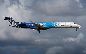 Bilder Flugzeuge Verkehrsflugzeug Seitlich Nordica, Bombardier, CRJ-900