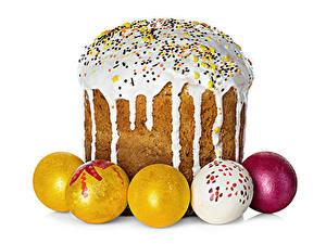 Fotos Feiertage Ostern Backware Kulitsch Zuckerguss Weißer hintergrund Ei Lebensmittel