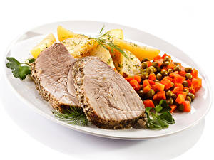 Bilder Die zweite Gerichten Kartoffel Fleischwaren Gemüse Weißer hintergrund Teller