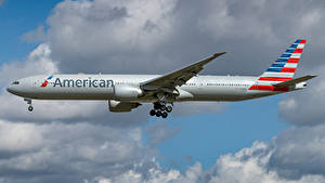 Hintergrundbilder Boeing Flugzeuge Verkehrsflugzeug Seitlich American Airlines, 777-300ER