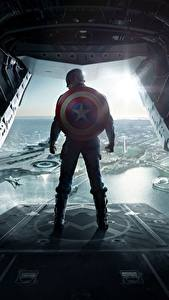 Bilder Comic-Helden Captain America Held The Return of the First Avenger Schild (Schutzwaffe) Hinten Steve Rogers Film