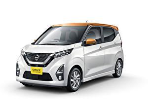 Bilder Nissan Weißer hintergrund Weiß 2019 Dayz Highway Star Autos