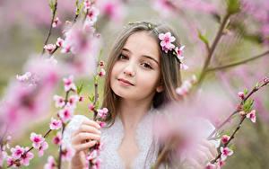 Hintergrundbilder Kleine Mädchen Starren Ast Gesicht Süß Kinder