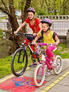 Hintergrundbilder Kleine Mädchen 2 Fahrrad Helm kind