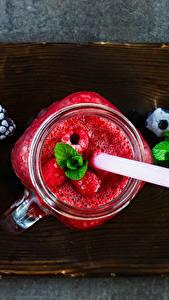 Fotos Getränke Saft Heidelbeeren Himbeeren Brombeeren Schneidebrett Becher Einweckglas