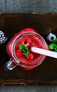 Fotos Getränke Saft Heidelbeeren Himbeeren Brombeeren Schneidebrett Becher Einweckglas das Essen