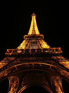 Fotos Frankreich Eiffelturm Nacht Paris Untersicht Ansicht von unten Schwarzer Hintergrund