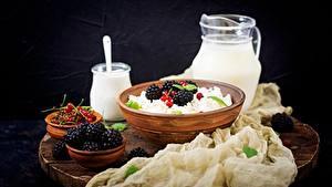 Hintergrundbilder Topfen Weißkäse Quark Hüttenkäse Brombeeren Frühstück Lebensmittel