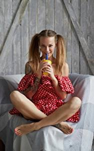 Hintergrundbilder Sitzt Bein Lächeln Veronika Wonka Mädchens
