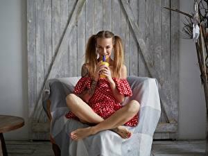 Hintergrundbilder Sitzend Bein Lächeln Veronika Wonka Mädchens