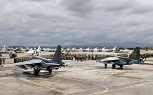 Hintergrundbilder Flugzeuge Jagdflugzeug Russischer Su-24M Su-25CM Syria Luftfahrt Heer