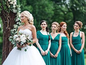 Fonds d'écran Bouquets Mariage Jeune mariée Les robes girlfriends