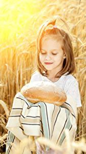 Fotos Brot Kleine Mädchen