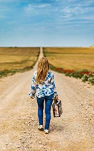 Bilder Acker Wege Himmel Koffer junge frau