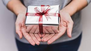 Bilder Hand Geschenke