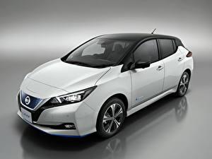 Fotos Nissan Grauer Hintergrund Weiß 2019 Leaf Autos