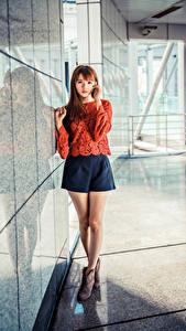 Fotos Asiatisches Braunhaarige Bein Rock Bluse Starren