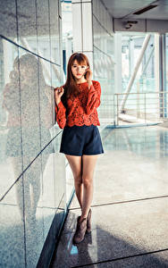 Fotos Asiatisches Braunhaarige Bein Rock Bluse Starren Mädchens