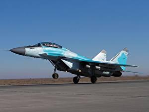 Hintergrundbilder Flugzeuge Jagdflugzeug RSK MiG-35 Starten Russischer Luftfahrt