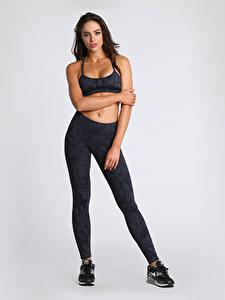 Hintergrundbilder Fitness Uniform Grau Brünette Posiert Hand Bein Nicole Meyer Mädchens