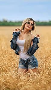 Hintergrundbilder Georgiy Dyakov Acker Blondine Posiert Shorts Unterhemd Jacke Brille