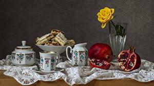 Hintergrundbilder Stillleben Backware Rosen Granatapfel Tasse Vase Kanne