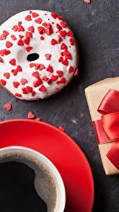Hintergrundbilder Donut Kaffee Schleife Geschenke Lebensmittel