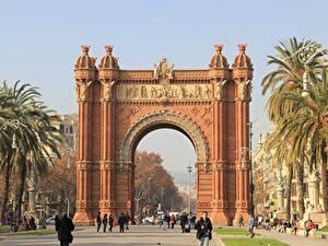Hintergrundbilder Denkmal Spanien Bogen architektur Stadtstraße Barcelona Palmengewächse Triomphe