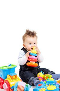 Fotos Spielzeuge Weißer hintergrund Säugling Junge Kinder