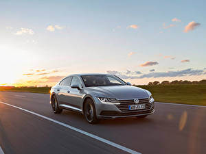 Hintergrundbilder Volkswagen Fahrendes Graue Metallisch Arteon 4MOTION Elegance Worldwide auto