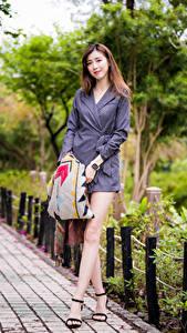 Hintergrundbilder Asiatische Braune Haare Posiert Kleid Bein Mädchens