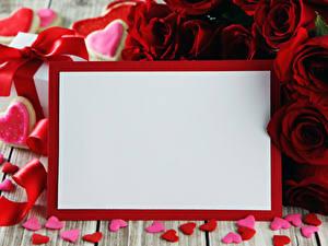 Papéis de parede Dia dos Namorados Rosas Tábuas de madeira Cartão do molde Bordô Coração Flores