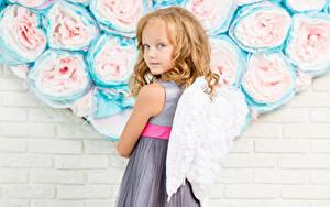 Hintergrundbilder Engeln Mauer Kleine Mädchen Flügel Blick Kleid Kinder