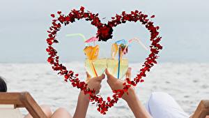 Hintergrundbilder Valentinstag Cocktail Hand Weinglas Herz 2 Lebensmittel