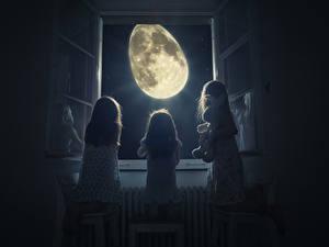 Bilder Kreative Kleine Mädchen Drei 3 Fenster Nacht Mond Kinder