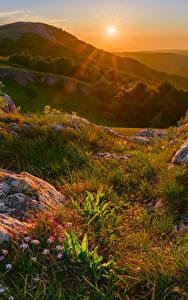 壁纸、、ロシア、クリミア半島、秋、朝焼けと日没、石、丘、草、太陽、自然