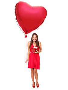 Hintergrundbilder Valentinstag Weißer hintergrund Braunhaarige Fesselballon Herz Kleid Geschenke Lächeln
