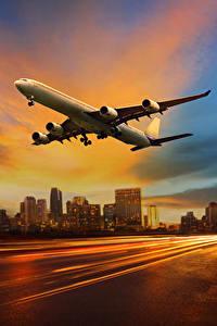 Bilder Flugzeuge Verkehrsflugzeug Abend Himmel Flug Luftfahrt
