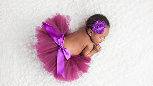 Fotos Baby Schläft Rock Rücken Neger Kinder