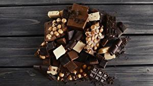 Bilder Süßware Schokolade Nussfrüchte Bretter Lebensmittel