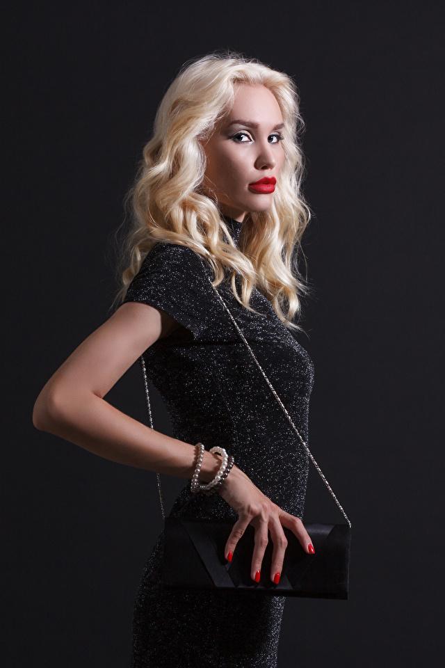 Bilder von Blond Mädchen Mädchens Handtasche Starren Kleid 640x960 Blondine Blick