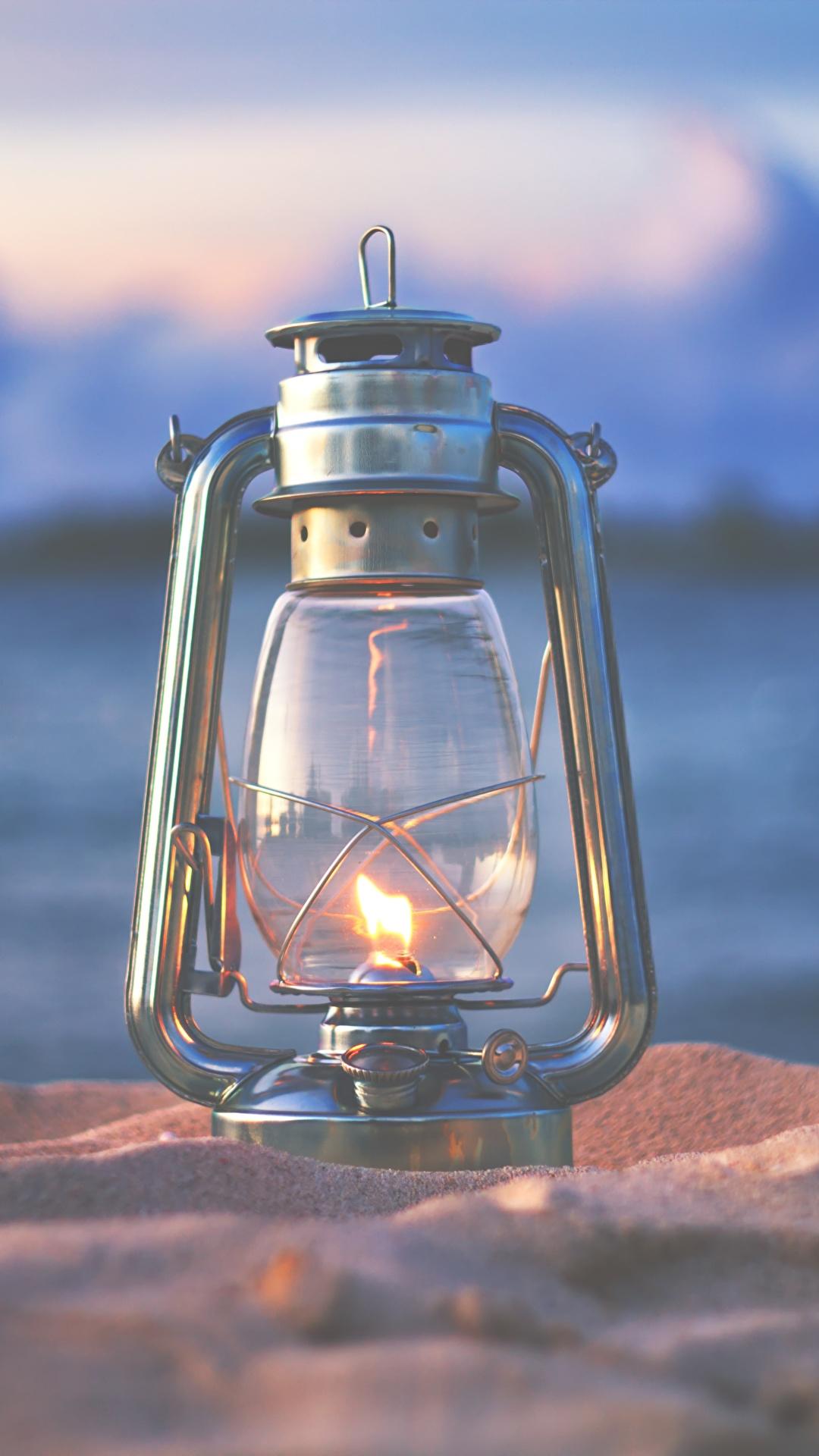 Desktop Hintergrundbilder Bokeh Petroleumlampe Sand Feuer Großansicht 1080x1920 für Handy unscharfer Hintergrund Flamme hautnah Nahaufnahme
