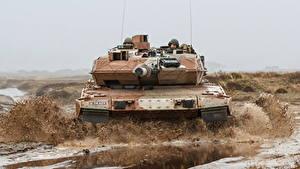 Hintergrundbilder Panzer Leopard 2 Schlamm Deutsch Vorne Militär