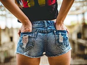 Bilder Hautnah Shorts Jeans Hand Mädchens