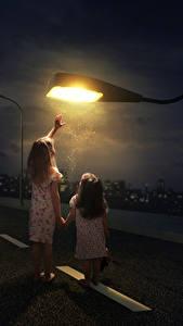 Hintergrundbilder Originelle Straße Kleine Mädchen 2 Nacht Straßenlaterne Kinder