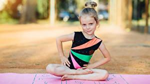 Hintergrundbilder Gymnastik Kleine Mädchen Körperliche Aktivität Sitzend Hand Kinder