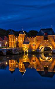 Hintergrundbilder Niederlande Festung Brücken Gebäude Kanal Nacht Straßenlaterne Koppelpoort Amersfoort
