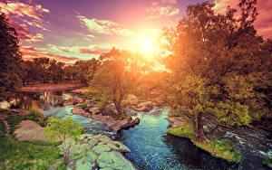 Hintergrundbilder Sonnenaufgänge und Sonnenuntergänge Flusse Steine Landschaftsfotografie Bäume