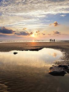 Bilder Vereinigtes Königreich Sonnenaufgänge und Sonnenuntergänge Küste Himmel Sand Wolke Pfütze Wales Dunraven Bay Natur